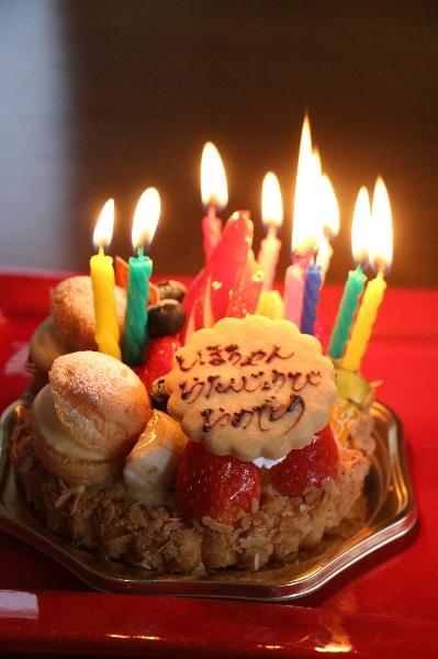 社員トリマー誕生日休暇、ケーキ画像