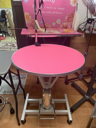 トリミング油圧テーブルピンク色画像
